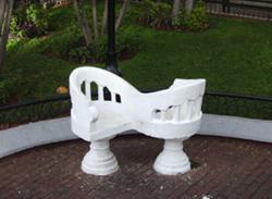 Grappige stoeltjes in Merida waarin je elkaar kunt aankijken als je met elkaar praat